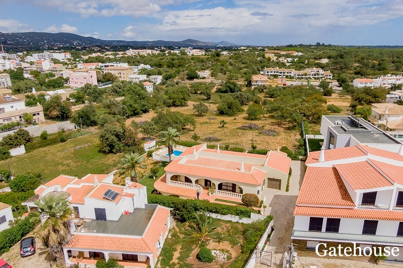 3 Bedrooms Villa WIth A 2 Bed Annexe For Sale In Almancil Algarve