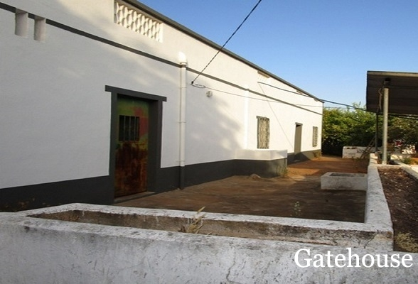 4 Bed Property For Renovation Set On A 26,000m2 Plot For Sale Near Estoi
