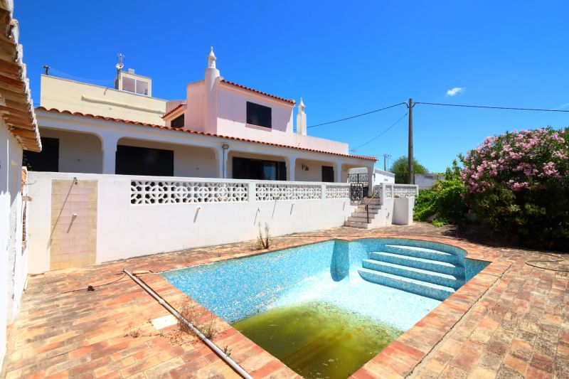 Good price - Almancil Villa With 5 Bed And Sea Views For Renovation