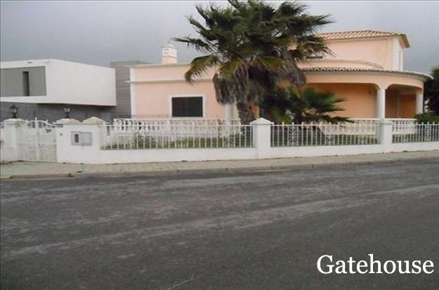 Algarve Bank Repossession - 3 Bed Villa With Pool For Sale