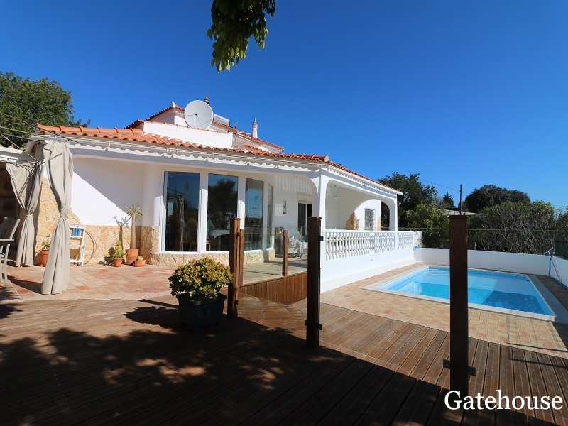 Algarve Detached Villa With Pool For Sale In St Barbara