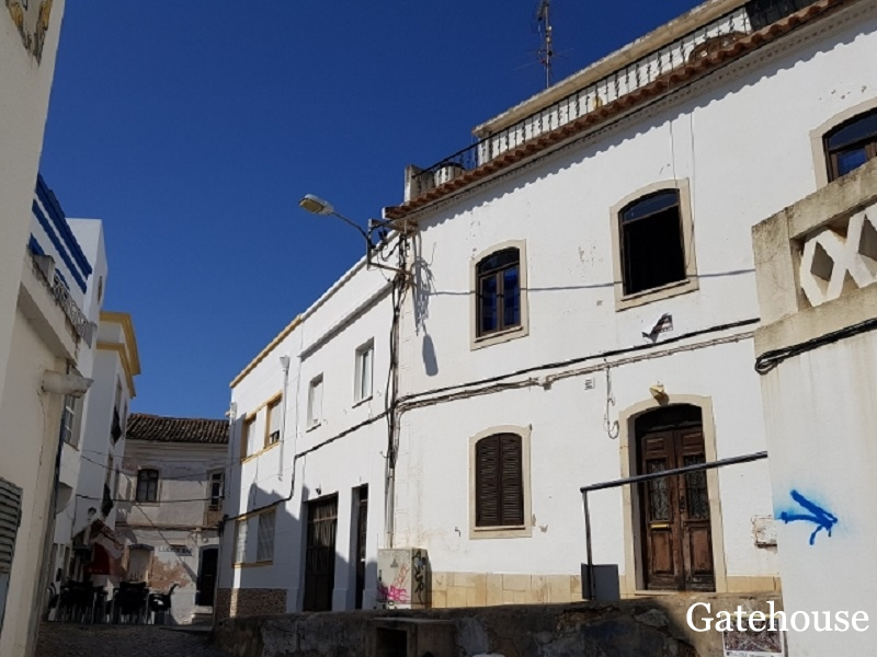 Algarve Traditional 4 Bed Property For Sale In Albufeira