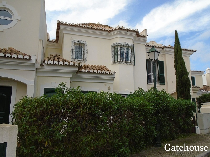 Bank Repossession – 3 Bed Townhouse With Sea Views For Sale In Vale do Lobo