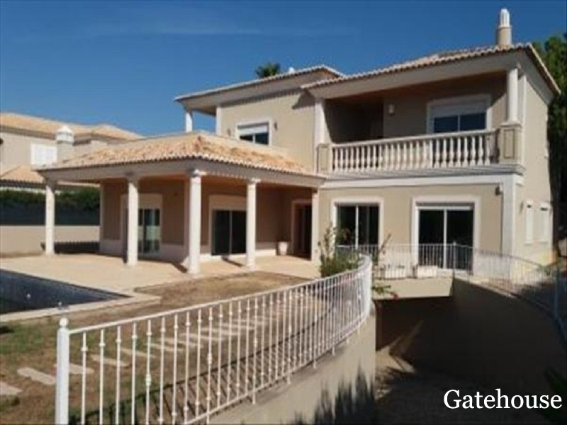 Bank Repossession – 4 Bed Detached Villa With Pool For Sale In Quinta do Lago