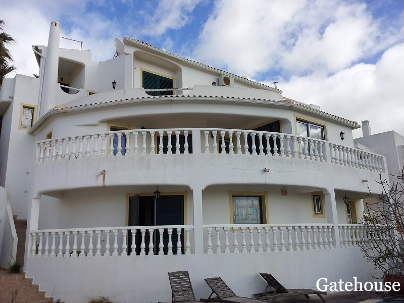 Bank Repossession - 4 Bed Villa With Pool For Sale In Albufeira