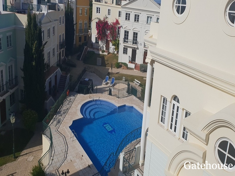 Bargain 6 bed Townhouse For Sale In Vilamoura