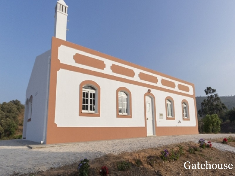 Bargain Farmhouse With 3 Bed On A Large Plot For Sale In Silves