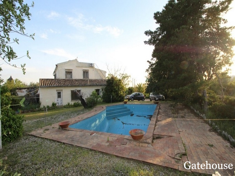 Bargain Villa Sale in St Barbara Algarve For Renovation