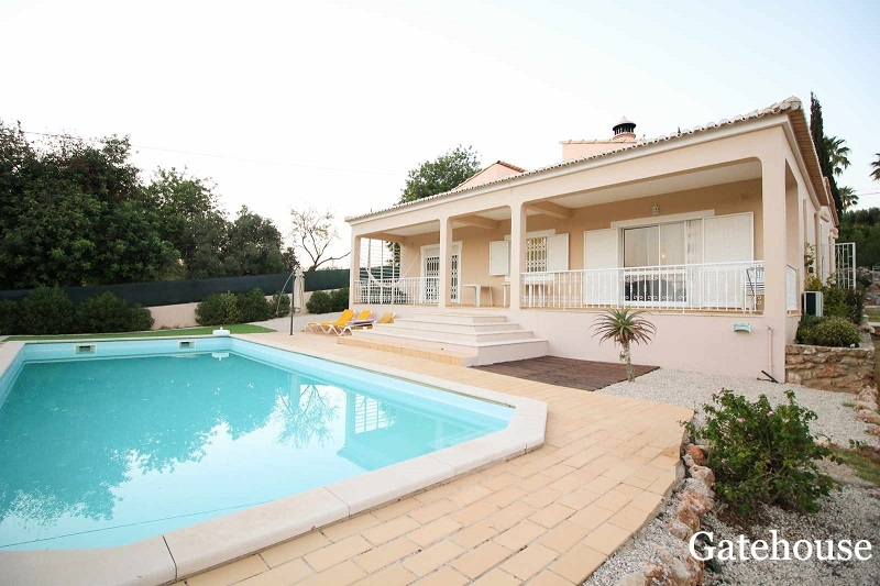 Detached Villa With Pool For Sale In Almancil