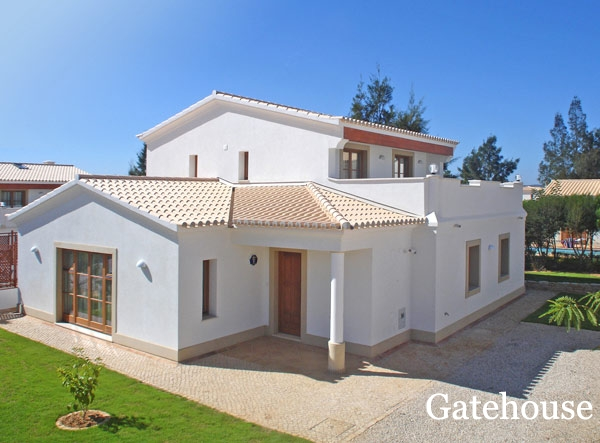 Detached Villa With Pool For Sale In Burgau