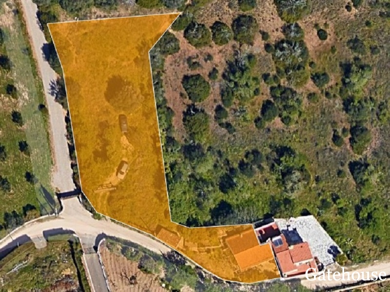 Good Price - Traditional Property For Development For Sale In Carvoeiro