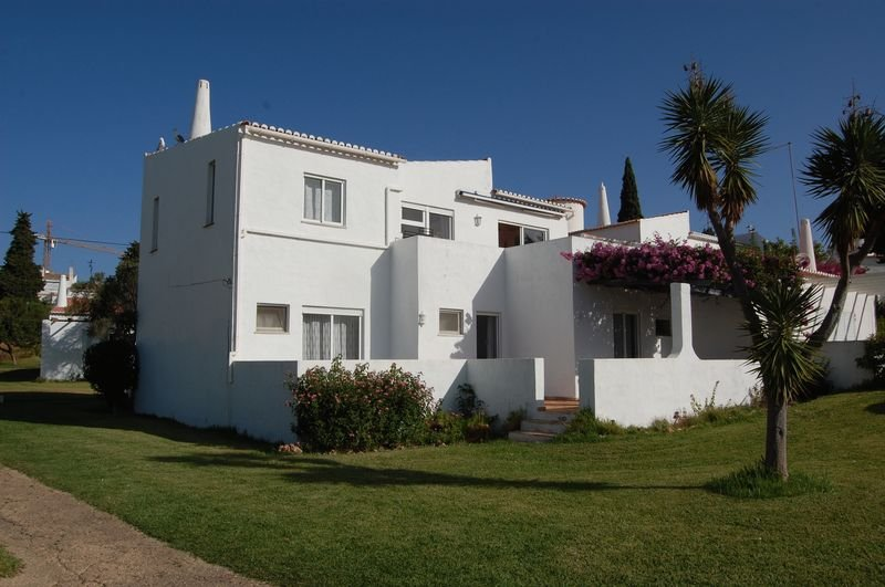 Reduced 4 Beds Villa With Sea Views For Sale In Porches Algarve