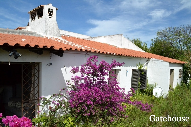 To Renovate - 3 Bed Old House For Sale In Loule