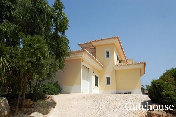 West Algarve - Bargain 4 Bed Villa With Pool For Sale In Luz