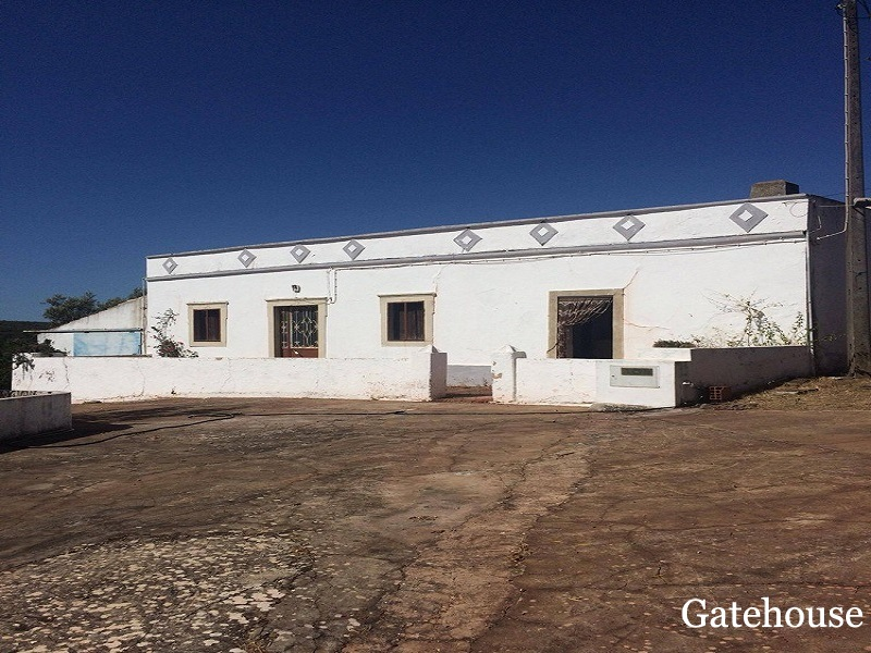 Algarve Auction Sale - Loule Farmhouse With 16,000m2 Plot