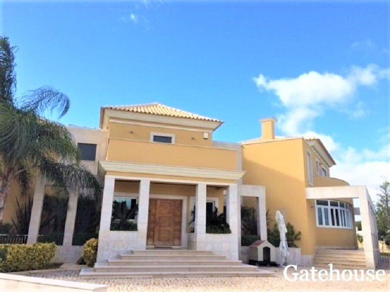 Bank Repossession 4 Bed Villa Sale Olhos d Agua