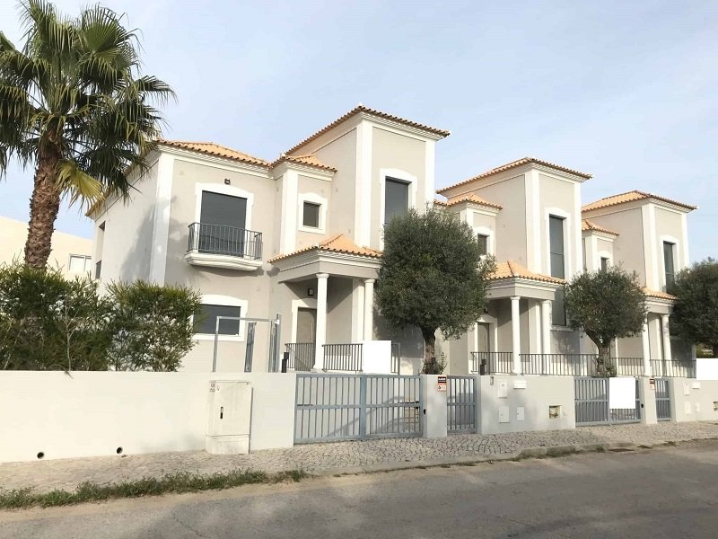 Bank Repossession Townhouse For Sale In Quarteira Alagrve