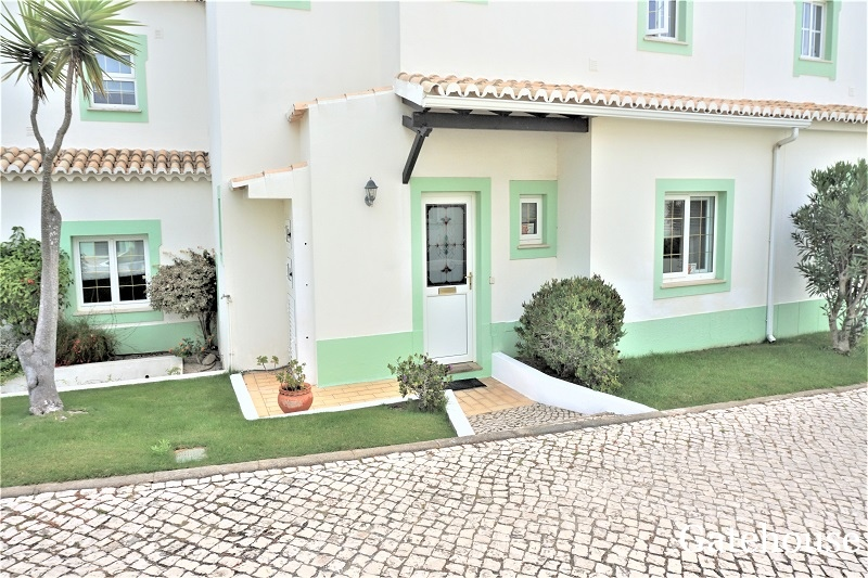 Bargain 3 Bed Golf Property In West Algarve
