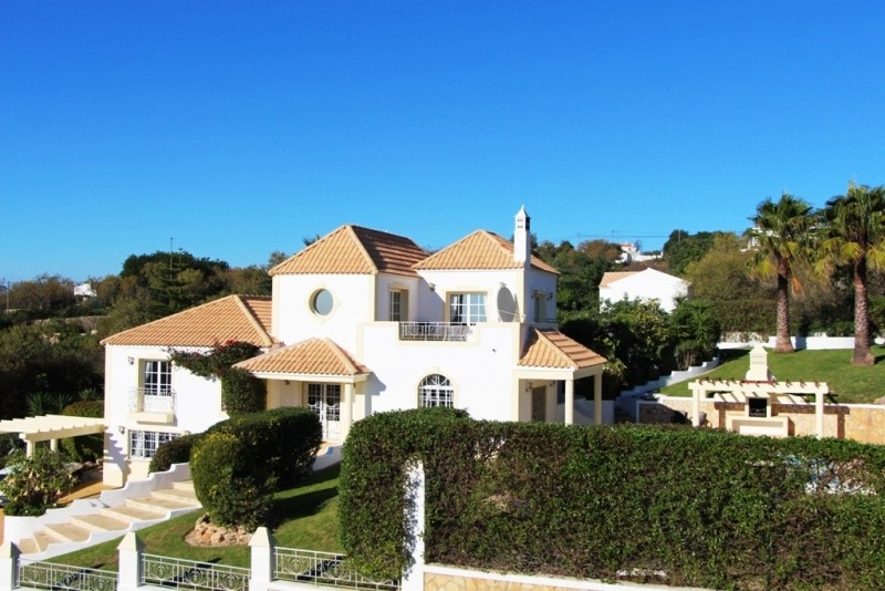 Bargain Villa For Sale In Loule Algarve Portugal