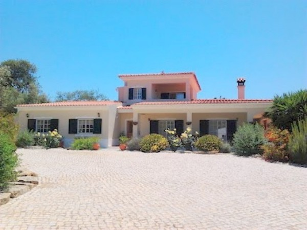 Bargain Villas In Santa Barbara de Nexe For Sale Algarve