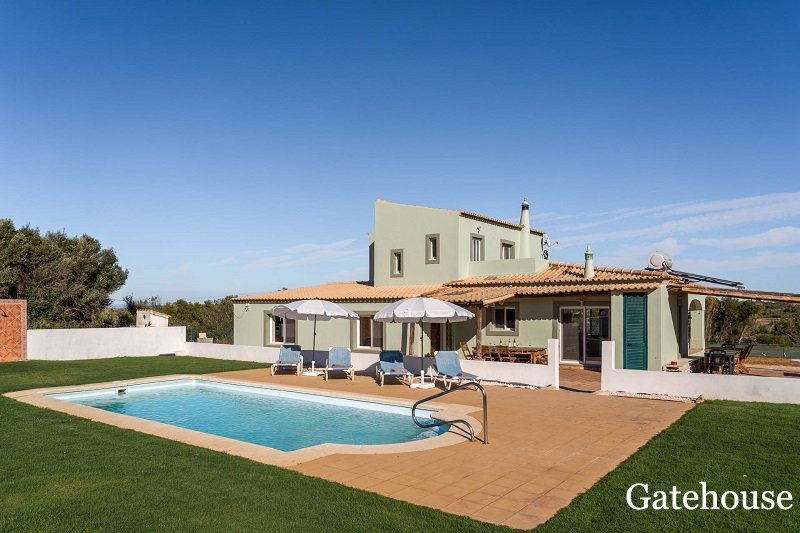 Detached Renovated 4 Bed Villa In Carvoeiro Algarve