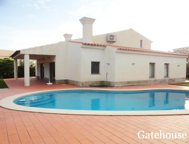 Vale do Lobo Bank Villa For Sale With 4 Beds