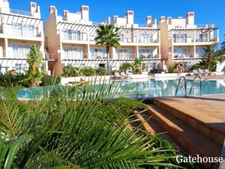 Vilamoura €450,000Bank RepossessionTownhouse with 4 bedrooms, shared pool,views…