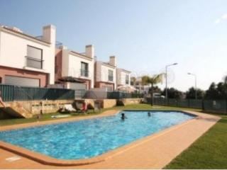 Albufeira €197,000Brand NewNew townhouse with 3 beds & 2 baths, swimming pool in Guia..