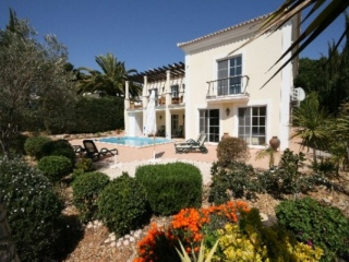 Quinta do Lago €800,000Bargain PropertyDetached villa with 4 beds, 4 baths, pool & near the beach..