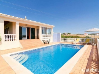 Silves €250,000Bargain PropertyDetached 4 bed 3 bath villa with swimming pool & country views…