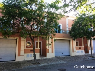 Olhao €275,000Bank RepossessionTownhouse with 3 beds 2 baths with plunge pool & garage…