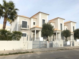 Quarteira €495,000Bank RepossessionBrand new linked villas with 3 beds, 3 baths with a garage …