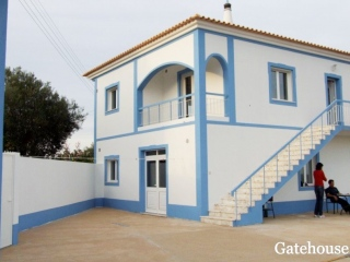 Tavira €525,000Bargain PropertyTraditional villa with 5 beds, 5 baths, views & 8,500m2 plot…