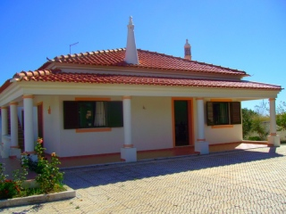 Messines €250,000Bargain PropertyDetached 4 bed 3 bath villa with swimming pool & country views..
