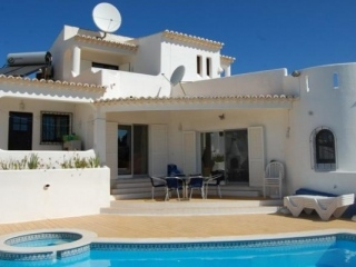 Carvoeiro €360,000Bargain PropertyDetached villa with 3 beds, 3 baths, pool & country views…