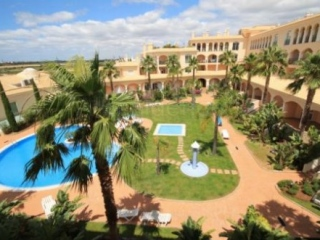 Vilamoura €215,000Golf ViewsNew 3 bed 2 bath apartment with pool & walking distance of marina..