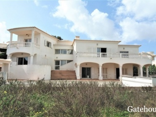 Lagos €526,515Bank RepossessionDetached golf villa with 4 beds, 4 baths with a swimming pool…