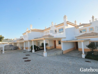 Albufeira €225,000Bank RepossessionTownhouse with 3 beds, 3 baths with shared swimming pool…