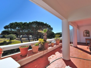 Vale do Lobo €175,000Bargain PropertyFirst floor apartment with 2 beds 1 baths with nice outlook…