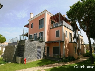Vale do Lobo €440,000Bank RepossessionModern apartment with 2 beds with roof terrace with hot tub jacuzzi…