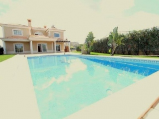Vilamoura €695,000Reduced By €250,000Detached villa with 4 beds, 4 baths, swimming pool & 2,000m2 plot..