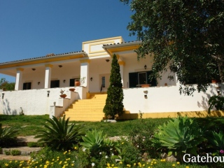 Sao Bras €465,000Bargain PropertyDetached villa with 4 beds, 3 baths, pool, annexe and swimming pool…