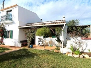 Boliqueime €230,000Bargain PropertyDetached villa with 3 beds, 2 baths, private gardens & country views…