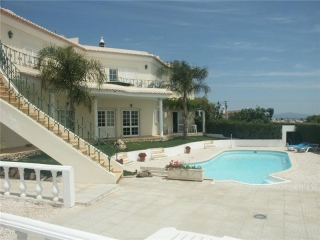 Lagos €799,000Reduced By €150,000Huge 700m2 villa with 7 beds & 7 baths plus pool & good views.