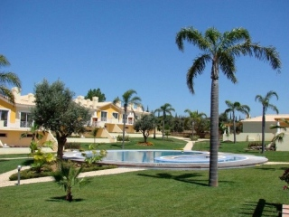 Vilamoura €376,000BankRepossessionNew golf townhouse with 4 beds, 3 baths & shared swimming pools…