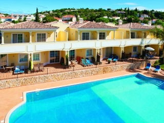 Almancil €175,000Bargain PropertyModern 2 bed 2 bath townhouse with large shared swimming pool…