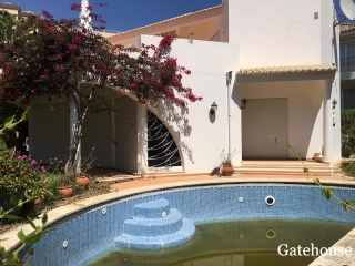 Vale do Lobo €640,000Bank RepossessionBargain villa in need of renovation with 3 bedrooms, pool…