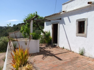 Santa Catarina €120,000Bargain PropertyDetached 7 room traditional country cottage with 850m2 plot…
