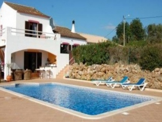 Lagoa €450,000Bargain PropertyGuest house villa with separate annexes with 7 beds total…