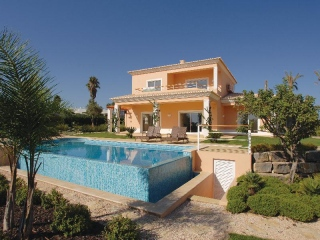 Carvoeiro €995,000Reduced By €155,000Detached villa with 4 beds, 4 baths, swimming pool & gardens ..